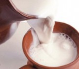 Кому особенно полезно пить молоко, - эксперты