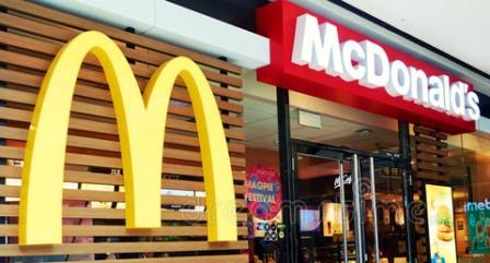 MacDonald's следит за сотрудниками, требующими повышения зарплаты