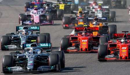 Хэмилтон победил в гонке Ф-1 на Гран-при Бахрейна