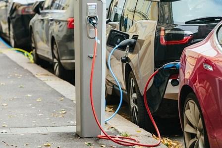 Названа дата, когда в Украине полностью запретят бензиновые и дизельные авто