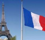 В Париже вводят обязательный масочный режим на улице